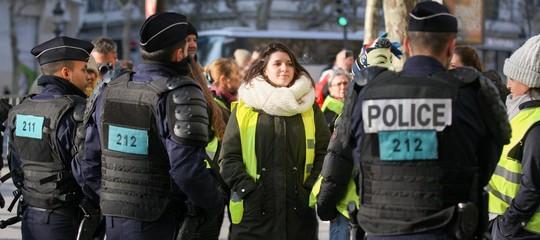 Francia: ancora blocchi dei 'gilet gialli' e violenze, in 24 ore 409 feriti