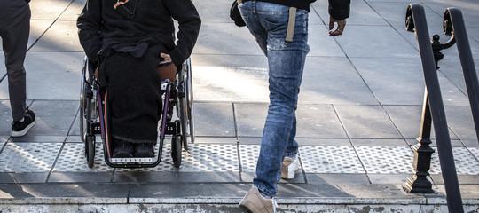 Ricerca: elettrodi in spina dorsale, ora paralizzato può camminare