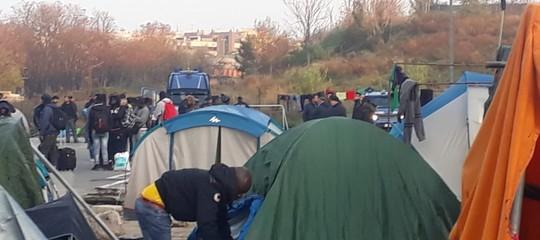 Migranti: Roma, nuovo sgombero per 50 ragazzi del Baobab