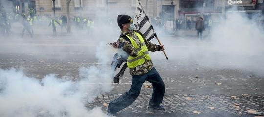 Francia Gilet Gialli incendio