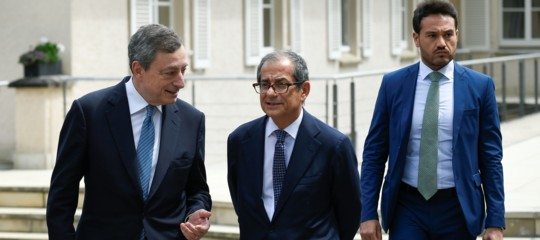 """Bruxelles non chiude alla manovra ritoccata, ma Draghi ribadisce: """"Abbassare il debito"""""""