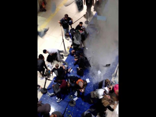 iPhone 6: blitz a Roma, uova e farina sui clienti in fila - Video