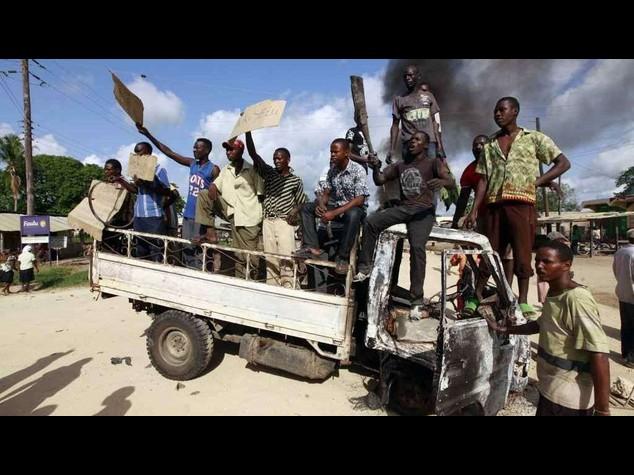 Somali Shabaab jihadists stone woman for adultery