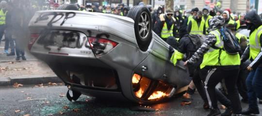 Gilet gialli scontri parigi