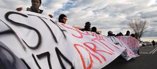 Dl sicurezza: al via espulsioni di migranti dal Cara più grande d'Italia