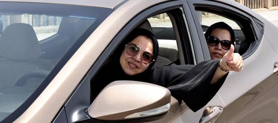 Il governo saudita assumerà donne alla direzione dei passaporti