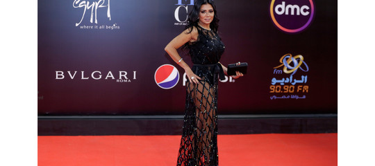 L'attrice egiziana accusata di atti osceni per un vestito succinto è stata interrogata per 4 ore