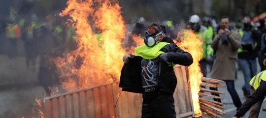 gilet gialli macron proteste parigi