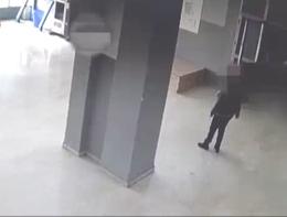 Un uomo ha aggredito l'insegnante del figlio per una nota sul registro