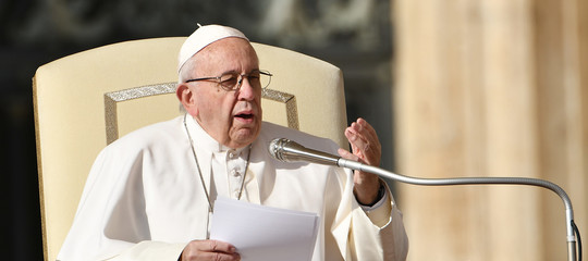 La metafora delle buche usata dal Papa per spiegare la strada dell'Avvento