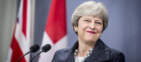 Brexit May voto fiducia