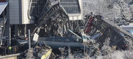 Si aggrava il bilancio dell'incidente ferroviario in Turchia: almeno 7 morti