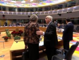 Brexit: a Bruxelles Juncker prova a calmare una May furente