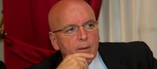 Qual è il reato ipotizzato per il presidente della Regione Calabria, Oliverio