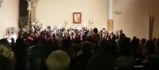 Bella Ciao tra i cori natalizi in chiesa, polemiche a Bologna