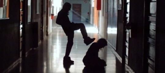 molotov a scuola vendetta bullismo