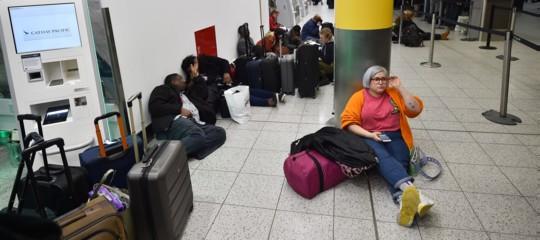 Cosa sta succedendo nell'aeroportodiGatwick, chiuso da ieri per l'avvistamento di droni