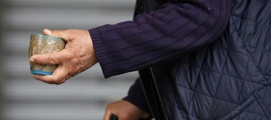 Roma: schiavizzano anziano e lo costringono a elemosinare