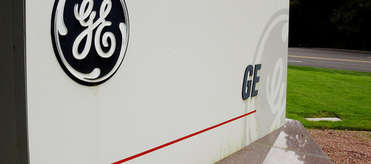 La lunga storia del colosso General Electric, e come è finito in guai seri