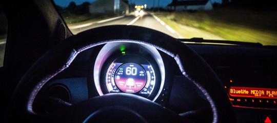 Ubriaco guida contromano di notte per 70 km