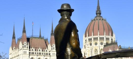 statua nagy budapest orban