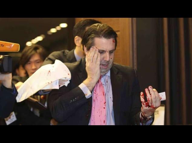Sudcorea, ambasciatore Usa ferito da nazionalista del Nord