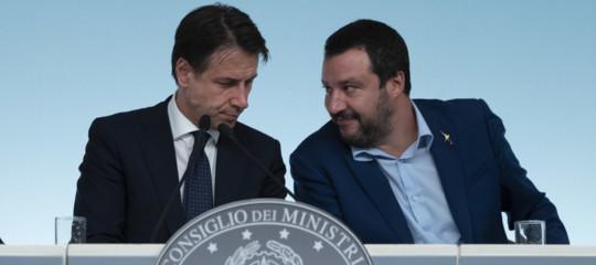 Salvini pronto allo scontro sull'accoglienza dei migranti, gelo con Conte