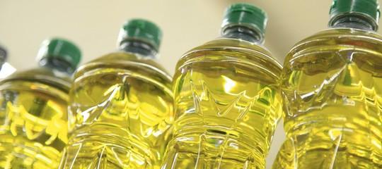 Olio straniero in due bottiglie di olio su tre, denunciaColdiretti
