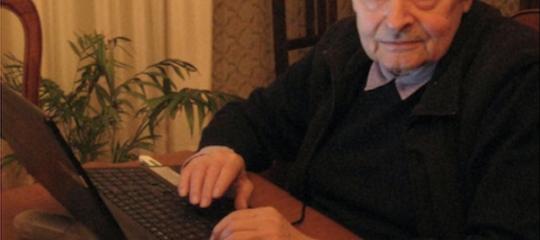 La storia dei pensionati che traducono poemi omerici in milanese