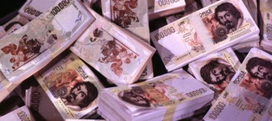 Trova 150 milioni di lire in una vecchia villa, ma per Bankitalia sono carta straccia