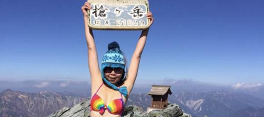 Scalava le montagne in bikini, cade e muore congelata la star deisocialGigi Wu