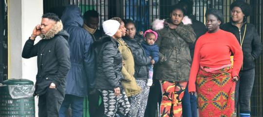 """La Germania gioca """"sporco"""":ecco come rispedisce i profughi in Italia"""