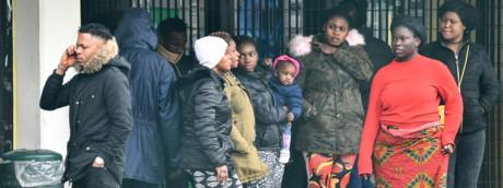 Migranti in attesa di trasferimento dal Cara di Castelnuovo