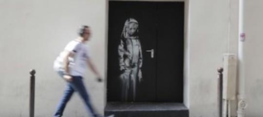 Rubata la porta del Bataclan dipinta da Banksy