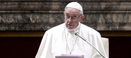 Papa aborto assolvere donna ferita