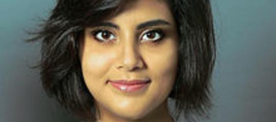 Ricordate la ragazza alla guida in Arabia Saudita? È in carcere sotto tortura
