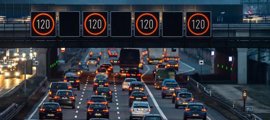 Perché i tedeschi si oppongono al limite di velocità in autostrada