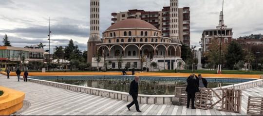 In Albania si sono dimessi i 43 deputati del primo partito opposizione