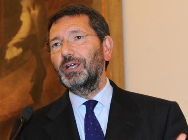 Roma: Marino perde pezzi e invita Renzi per serata ai Fori