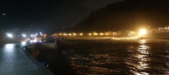 Le ricerche in mare dei tre giovani di Acireale travolti da un'onda