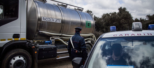 Latte: assaltata e date alle fiamme un'autocisterna nel Sassarese