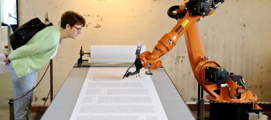 Robot che già scrivono libri, surreali intrecci di film e articoli di giornale
