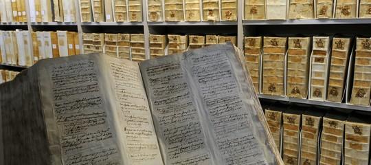 Francesco apre gli archivi del Vaticano: ecco gli scheletri che potrebbero uscire
