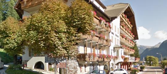 studente cade balcone hotel grave