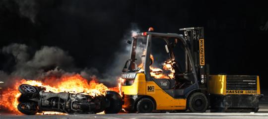 saccheggi violenze gilet gialli scontri