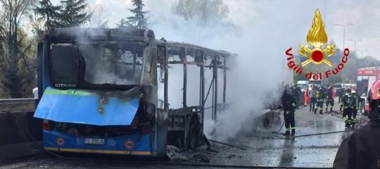 senegalese Incendia scuolabus nel Milanese