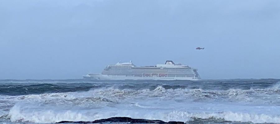 Una nave da crociera con 1.300 persone a bordo è in avaria nel mare di Norvegia