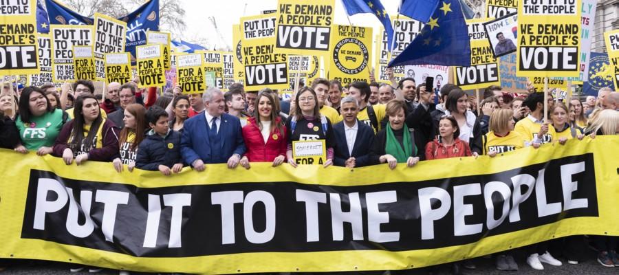 A Londra c'è stata una grossa manifestazione per chiedere di restare nell'Unione europea
