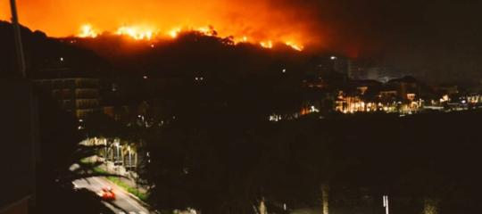 incendio cogoleto evacuati