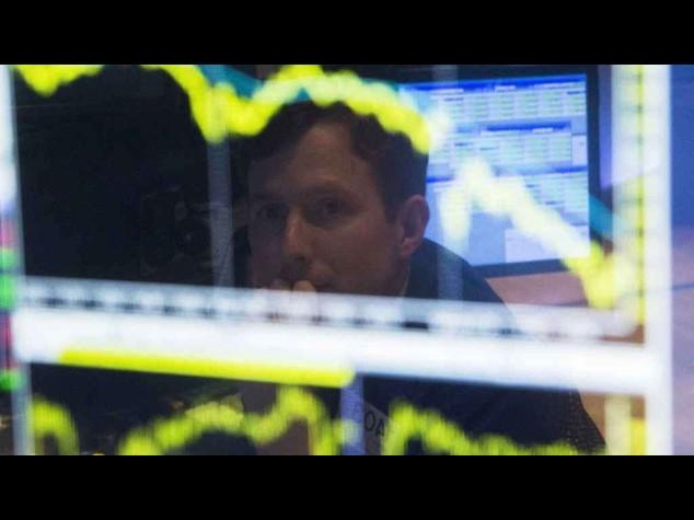 Borse europeee aprono poco mosse, in rialzo Milano, spread a 98 punti